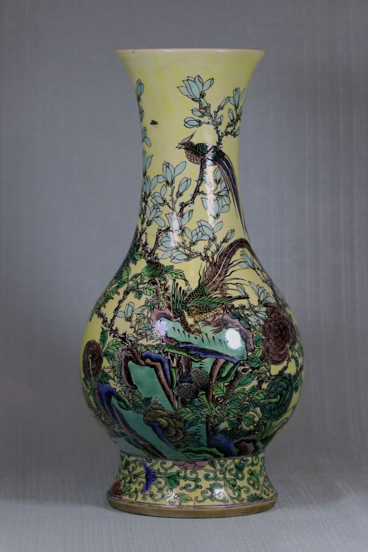 Chinese Famille Verte Yellow Glazed Vase - Bird