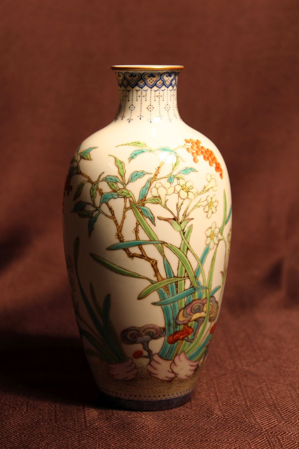 Chinese Republic Eggshell Porcelain Vase with Berry