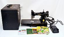 Singer featherweight sewing machine in case