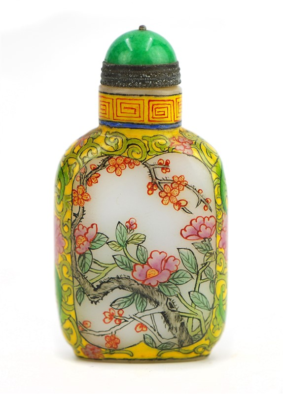 PAINTED YELLOW GLASS SNUFF BOTTLE