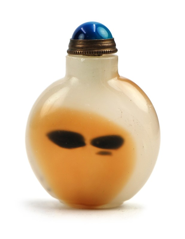 WHITE AND ORANGE AGATE SNUFF BOTTLE