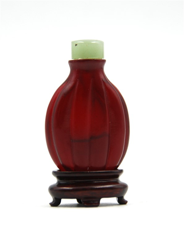 RIDGED GLASS SNUFF BOTTLE