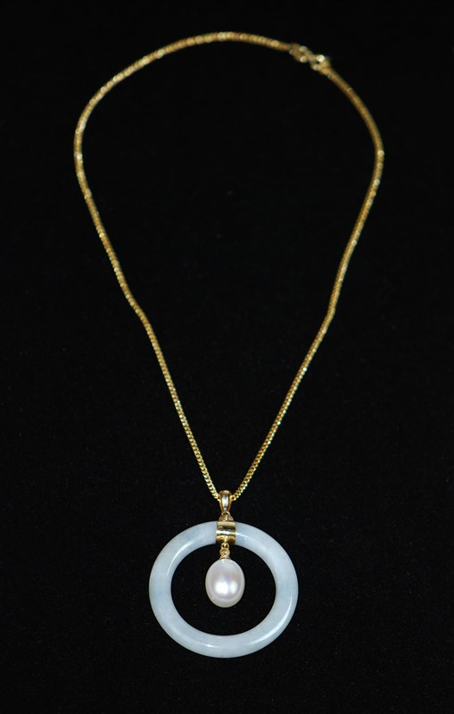 WHITE PEARL JADE GOLD PLATED NECKLACE