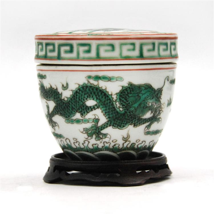 QING DYNASTY MINI JAR WITH A LID