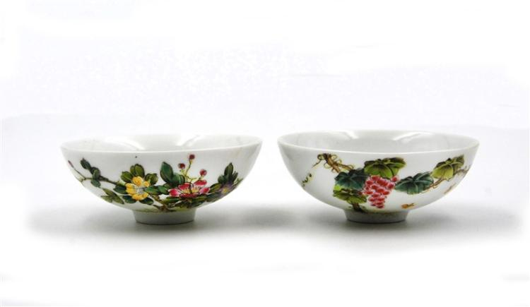 PAIR OF QING DYNASTY SHALLOW BOWLS