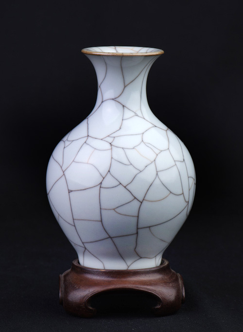GE CRACKLE GLAZE VASE