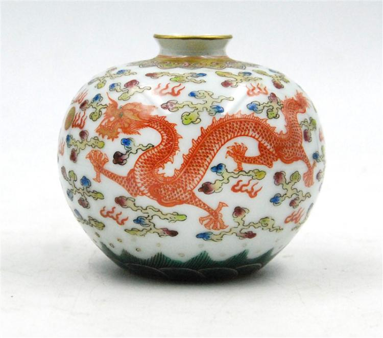 WUCAI DRAGON VASE