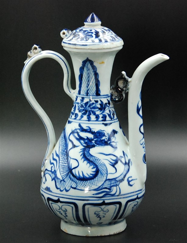 BLUE AND WHITE PORCELAIN DRAGON FLAGON
