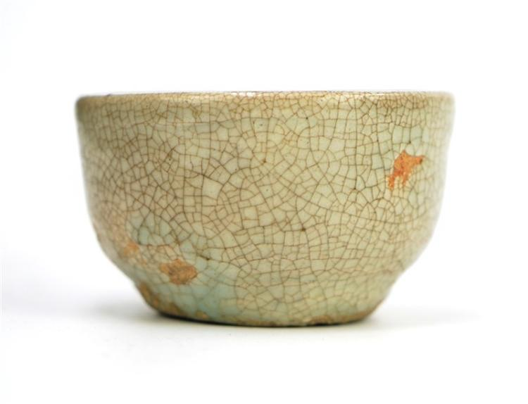 SMALL CELADON CRACKLE GLAZE CUP