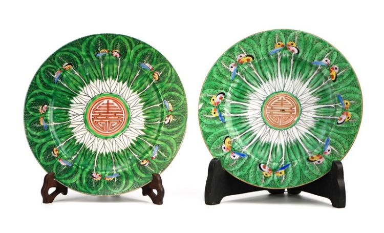 PAIR OF HUNDRED FORTUNES PLATES
