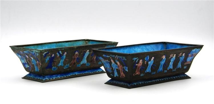 PAIR OF ENAMELED SILVER SHAOLAN (BLUING) CAHCEPOTS