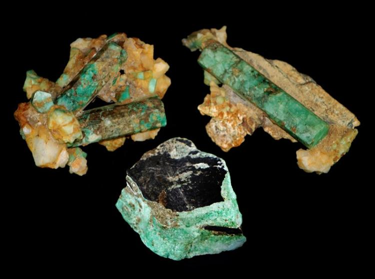 GROUP OF RAW EMERALD SPECIMENS