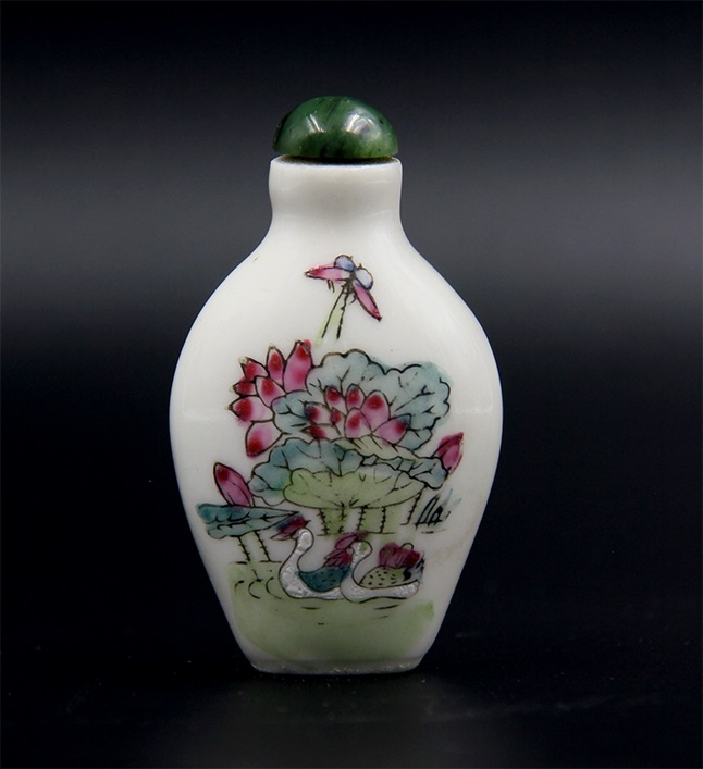 LANDSCAPE PORCELAIN SNUFF BOTTLE