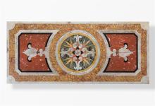 Salontisch mit Pietra Dura Platte, Stil Renaissance, 20. Jh. Längsrechteckige Platte mit eingelegtem farbigem Marmor auf kubischem Sockel. 36:175:76 cm.