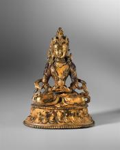 Kleiner Buddha Vajrasattwa, Tibet, 18. Jh. Kupfer, leuchtend vergoldet. Die Meditationsgottheit auf Lotossockel sitzend, ein Gefäss mit Blumen in den Händen.   H = 16 cm.