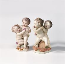 Ein Paar Figurengruppen, Strassburg, um 1771-1781, Joseph Hannong. Auf flachen Sockeln mit Erdschollen je zwei streitende Putten. Spärliche Staffierung. Marke: Eingepresst IH G 21 F und IH G 22...
