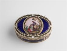 Gold-Email-Dose, Paris, um 1780. 18 K Rotgold. Oval. Auf Klappdeckel fein gemalte bunte Emailminiatur mit Darstellung eines Liebespaares in Parklandschaft mit Architektur. Fein ornamentierte Umrahmung...