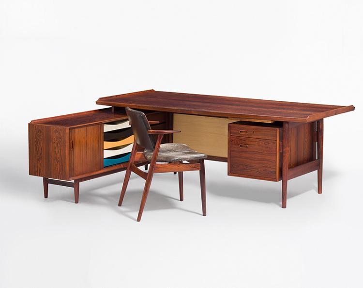 grosser schreibtisch president mit armlehnstuhl von arne. Black Bedroom Furniture Sets. Home Design Ideas