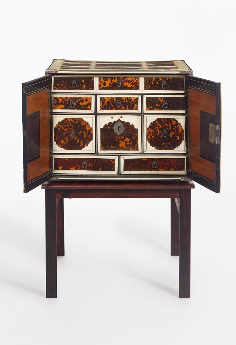Seltenes tisch kabinett mit schildpatt und elfenbein anglo for Palisander tisch