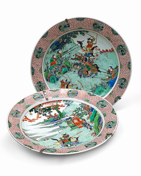Zwei grosse porzellan platten china famille verte 18 jh for Spiegel und fahne