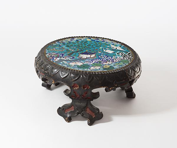 tisch china 19 jh holz gefasst und geschnitzt rund auf. Black Bedroom Furniture Sets. Home Design Ideas