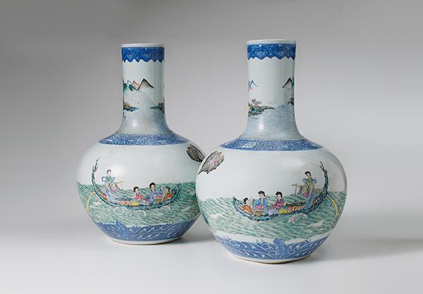 ein paar grosse vasen china famille rose 19 jh gedr ckt. Black Bedroom Furniture Sets. Home Design Ideas