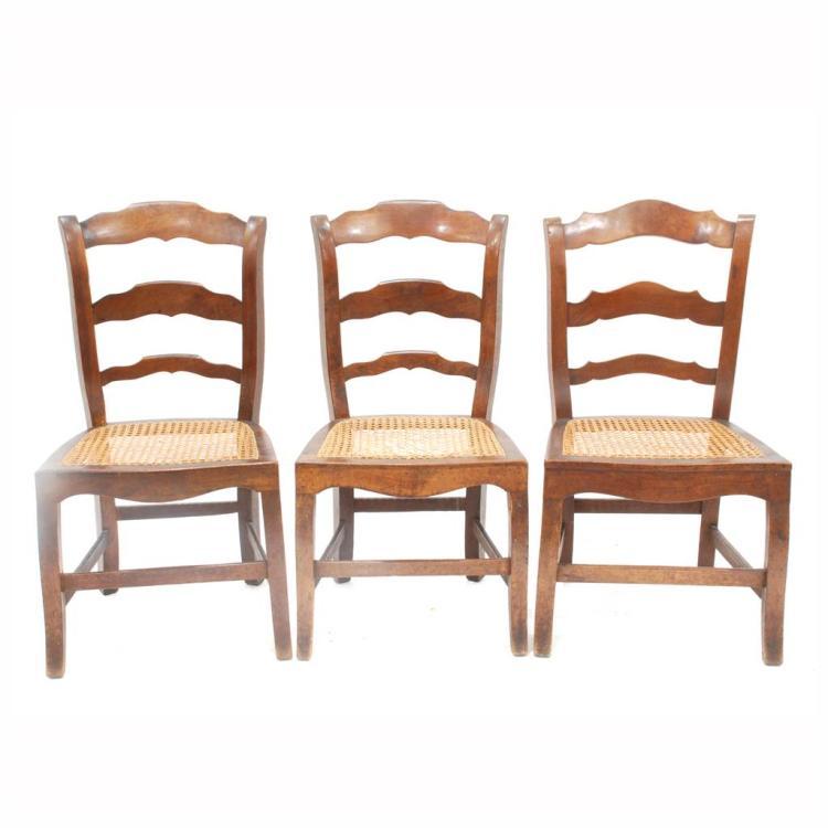 Juego de tres sillas bajas primera mitad siglo xx devo for Sillas bajas