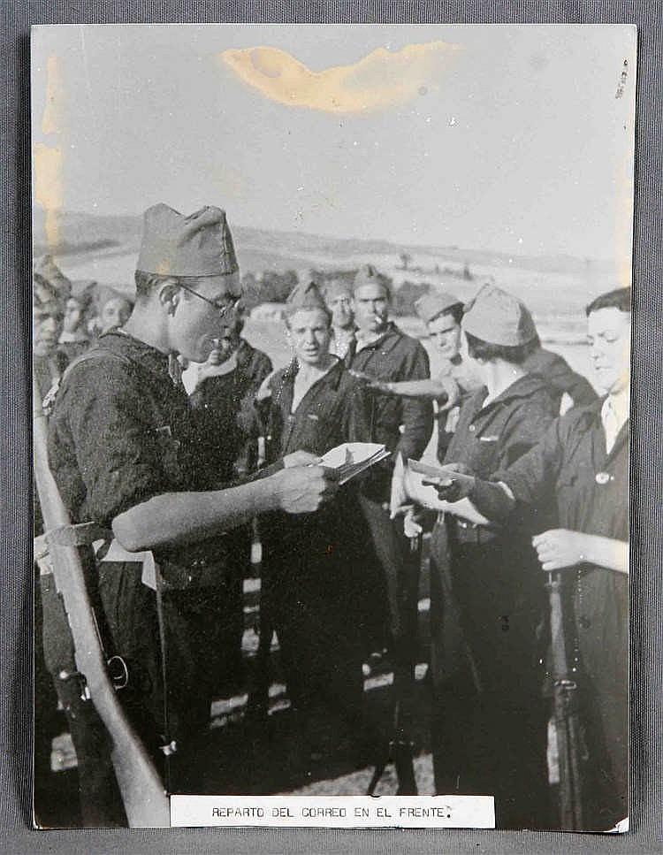 """HAMUT, HANS. """"Reparto del correo en el frente. Navalperal de Pinares. Ávila, 1936""""."""