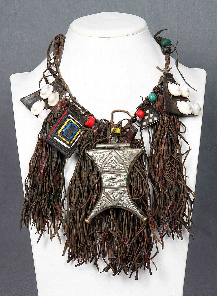 AN AFRICAN NECKLACE
