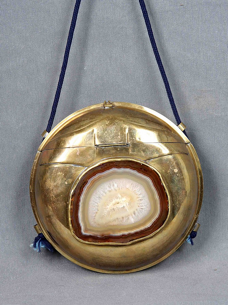 A GILT METAL AND AGATE EVENING BAG