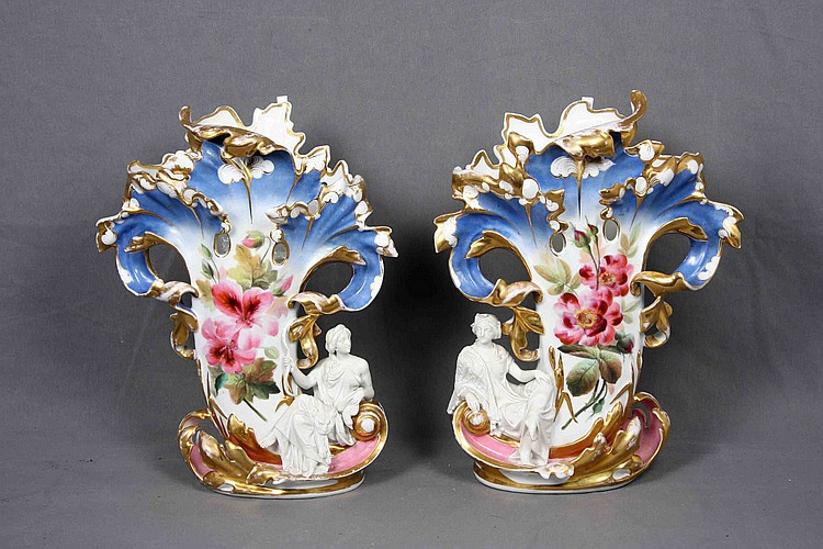 A PAIR OF JAPANESE MEISSEN POLYCHROME PORCELIAN VASES