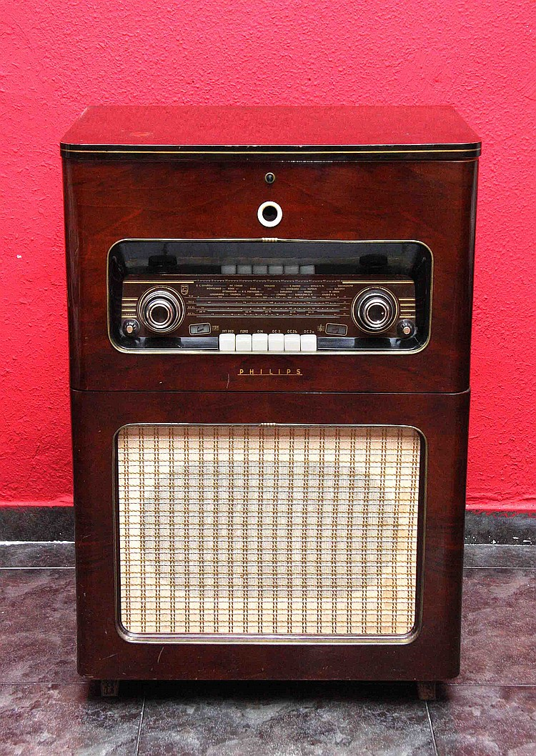 PHILIPS RADIO CABINET, CIRCA 1950