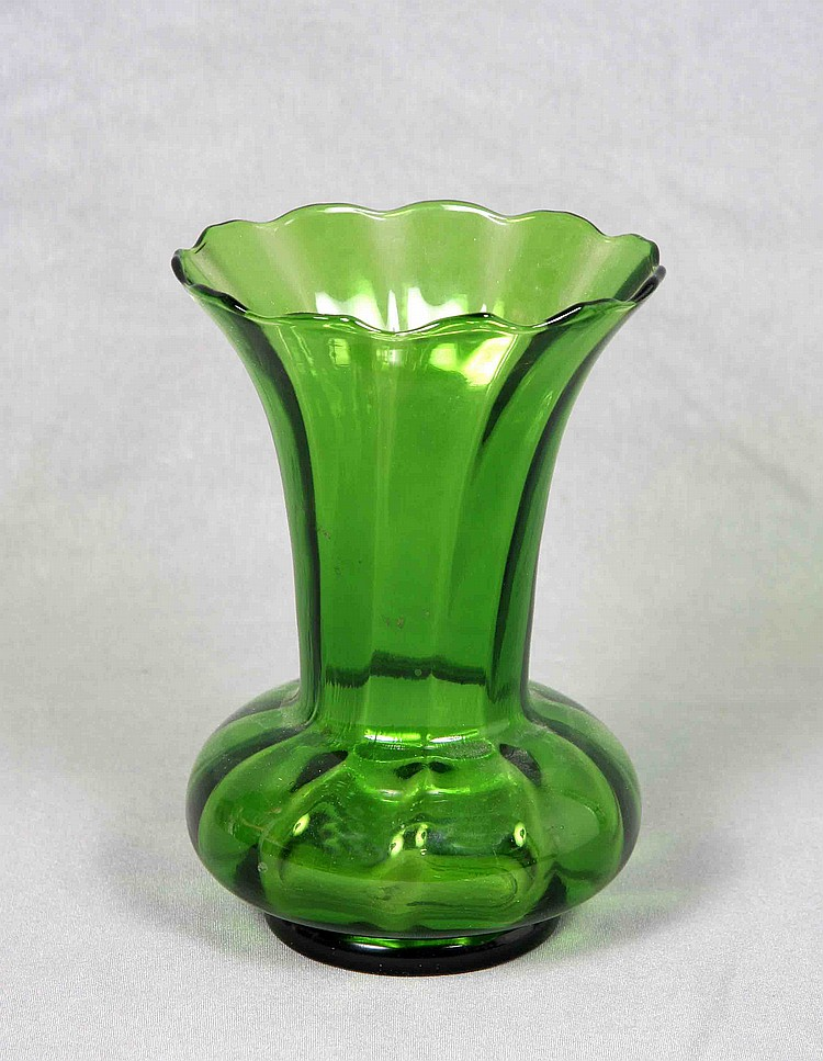A GREEN CRYSTAL VASE