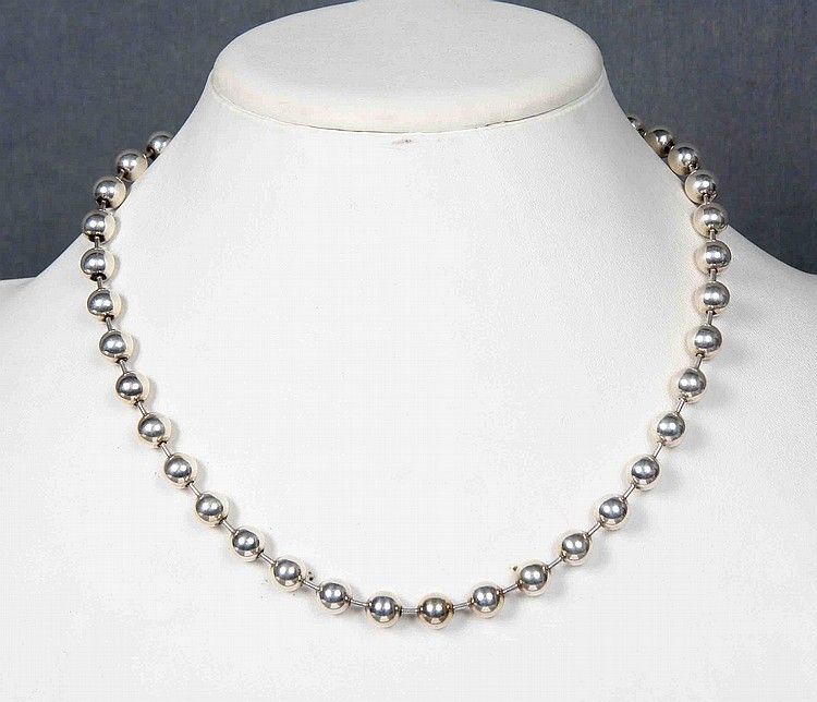A STERLING SILVER NECKLACE