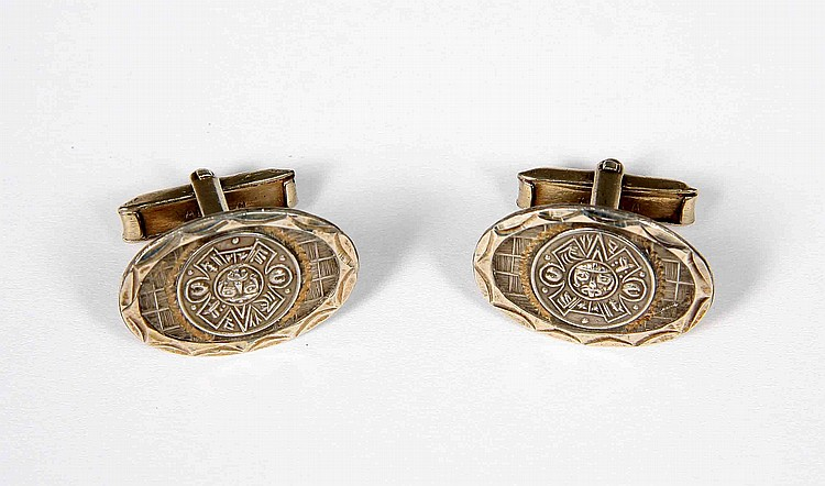 A PAIR OF MEXICAN SILVER CUFFLINKS