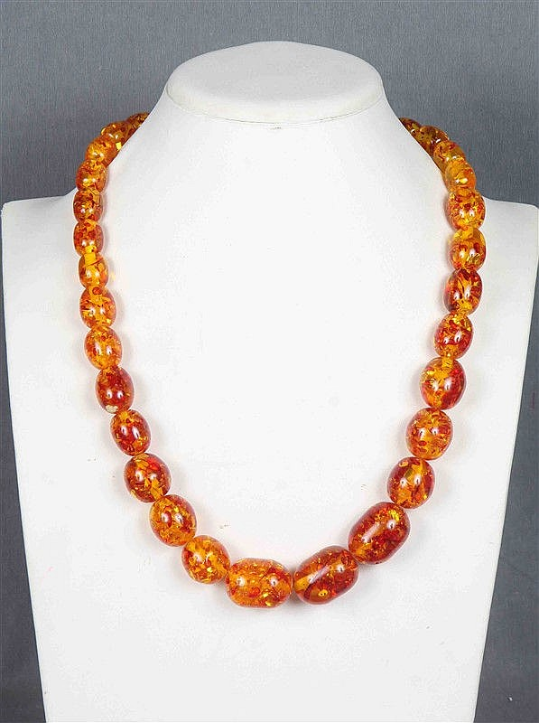 Bead necklace in amber.