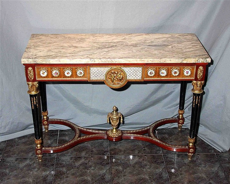 Console in noble wood, with rectangular shape and marble top. It rests on grooved legs, joined by a double-shaped chamfer and finished with a large vase. Central decorative motif in the form of a medallion in gilded bronze representing a couple of