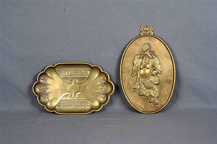 Chinese brass oval and tray set, decorated with characters and oriental motifs. Size: 34x21.5 cm. and 32x20.5 cm. respectively.