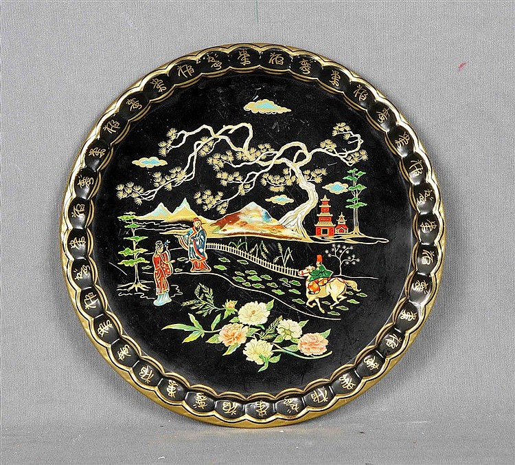 ART GRACE English plate, in enameled metal, with landscape decoration with oriental characters. Seal on the base. Diameter: 24 cm.