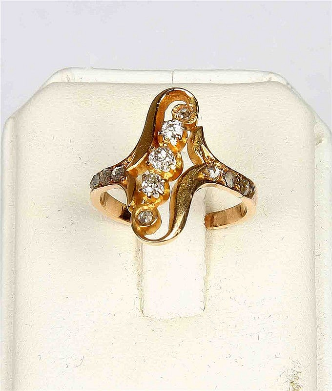 Diamond ring, brilliant cut, circa 1900, in yellow gold frame.