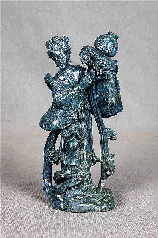 Chinese sculpture in carved lapis lazuli, representing a geisha. Height: 17.5 cm.