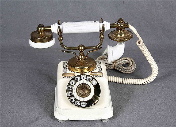 Old phone of the Danish brand KJOBENHAVNS AKTIESELKAB, 40s, in ivory and gold, decorated with plant motifs. Marks in the base. Height: 20'5 cm.