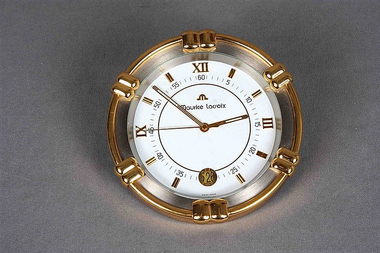 Circular table clock, by MAURICE LACROIX, in silver and gold. Sphere with Roman numerals. Diameter: 15.5 cm.