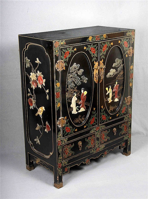 Chinese lacquered wood with hard stone decoration of landscapes with figures, bird motifs and floral details in bright colors. Front with two doors at the top, and two drawers at the bottom. Size: 102x77x39 cm.