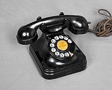 AN ANTIQUE STANDARD ELÉCTRICA TELEPHONE