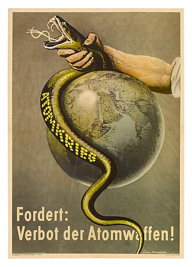 JOHN HEARTFIELD (1891-1968). FORDERT: VERBOT DER ATOMWAFFEN! 1955. 23x16, 58x40 cm. Herausgegeben vom Deutschen Friedenstrat, Berlin.