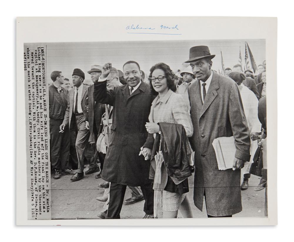 (KING, MARTIN LUTHER, JR.) Group of 4 press photographs of Martin Luther King Jr.