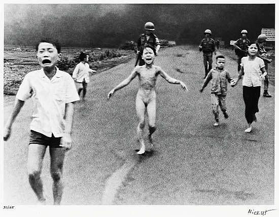 UT, NICK (1951- ) Children fleeing a napalm bomb attack, Trang Bàng, South Vietnam.