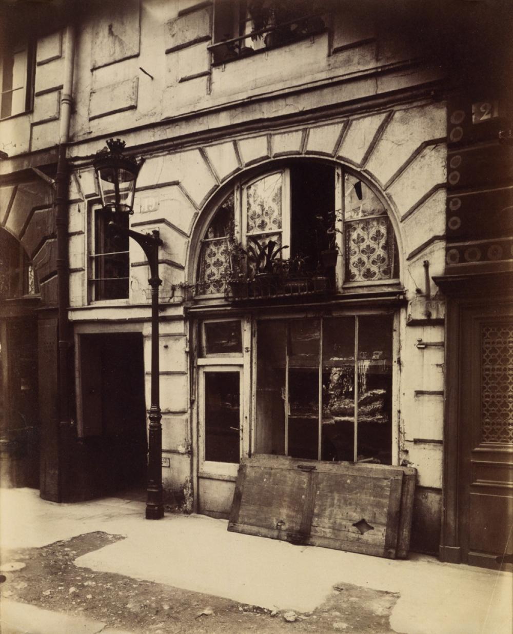 EUGÈNE ATGET (1857-1927) Boutique 19 Place Dauphine.