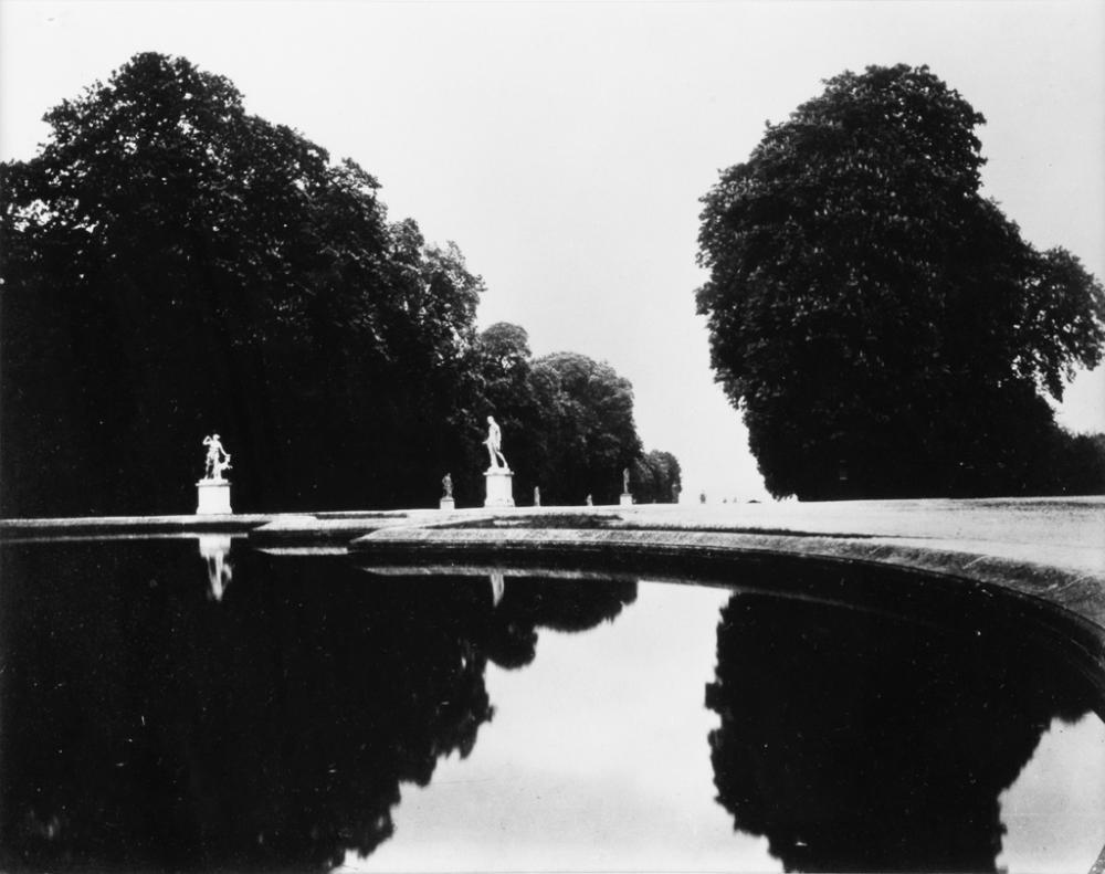EUGÈNE ATGET (1857-1927)/BERENICE ABBOTT (1898-1991) Saint-Cloud.